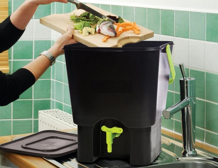 kitchen compost bins