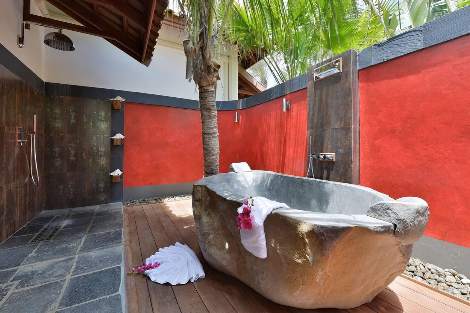 outdoor-stone-bath-tub