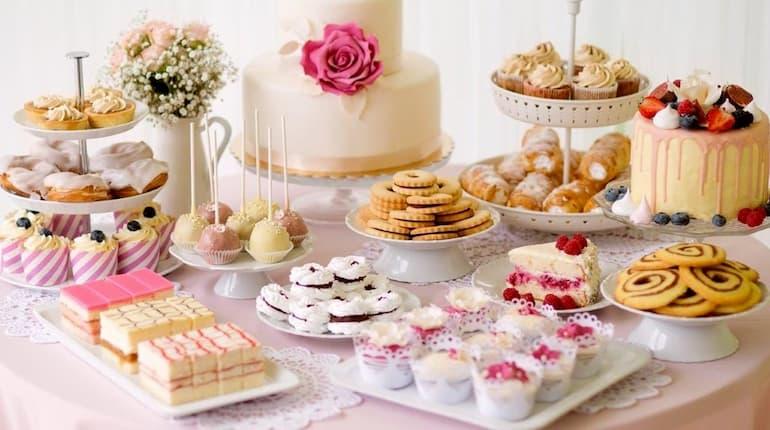 dessert-buffet-table