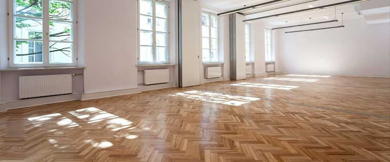 hardwood-flooring-and-commercial-settings