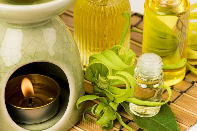 ylang-ylang-essetial-oil